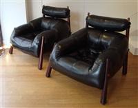 paire de fauteuils de salon - pair of black leather and jacaranda comfortable armchairs by percival lafer