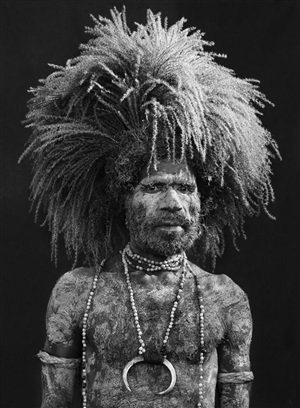 sing-sing participant in mount hagen, western highlands province, papua new guinea by sebastião salgado
