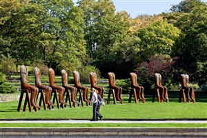 ten seated figures by magdalena abakanowicz