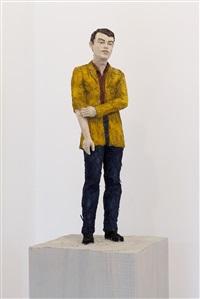 mann mit okkerfarbenem jacket by stephan balkenhol