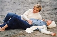 robert redford and barbra streisand on the beach by steve schapiro
