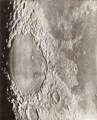photographie lunaire: taruntius - mer des crises - 10 septembre 1900 12h 9 by loewy & puiseux