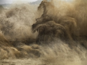xiaolangdi dam #4, yellow river, henan province, china by edward burtynsky