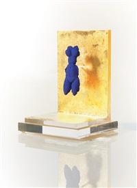 petite venus bleu brooch by yves klein