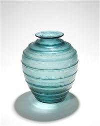vase de forme ovoïde / blue ovoid vase by daum