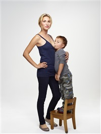 jamie lynne grumet with her son, new york by martin schoeller