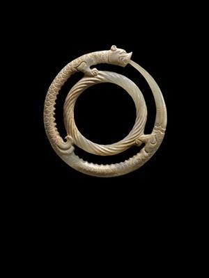 pendant of a double ring feline dragon