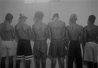eine 250 cm lange linie, tätowiert auf 6 bezahlte personen, 1999, havanna, cuba by santiago sierra