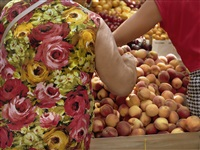 women buying peaches, brighton beach, brooklyn by jerome liebling