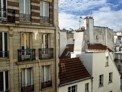 rue de la cerisaie paris 4e le 3 novembre by gail albert halaban