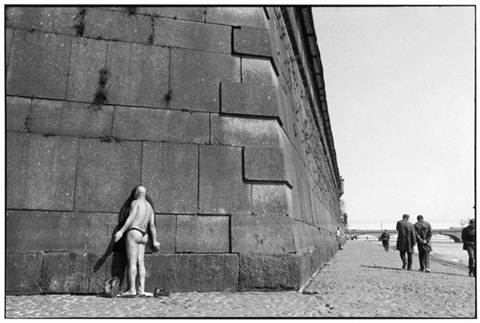 IMAGE: http://www.artnet.com/WebServices/images/ll956989llgvFmtfDrCWvaHBOAD/henri-cartier-bresson-peter-and-paul%E2%80%99s-fortress-on-the-neva-river,-leningrad,-soviet-union.jpg