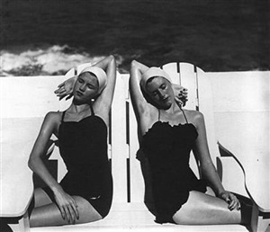 twins at the beach by louise dahl-wolfe