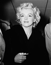 Kashio Aoki, Marilyn Monroe with bandaged thumb