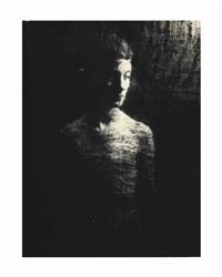 portrait à travers en drap noir by erwin blumenfeld